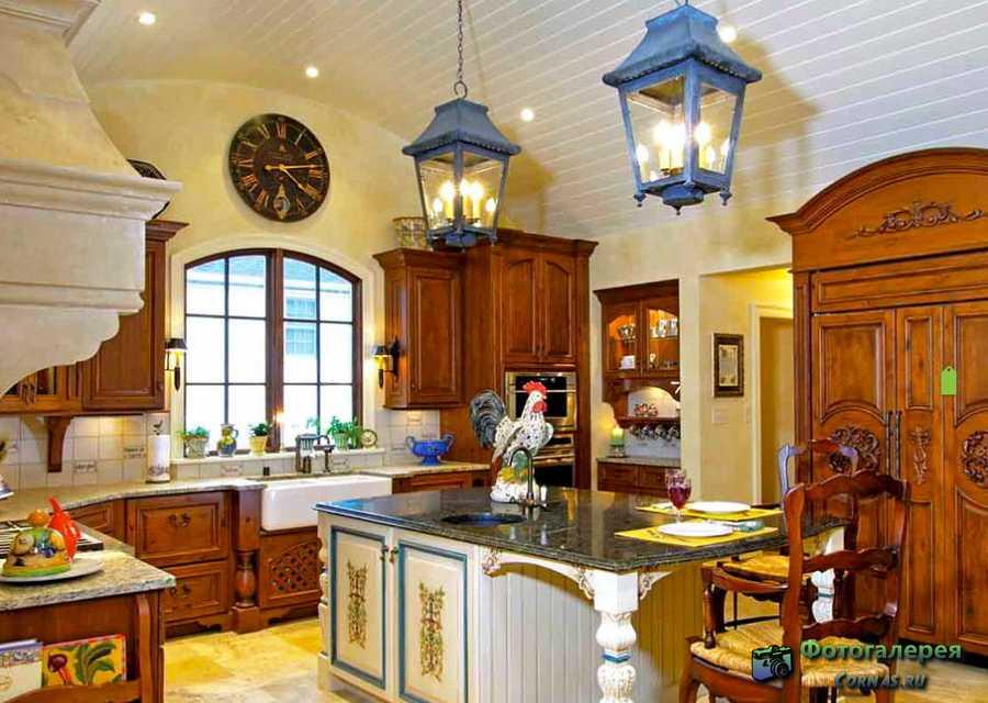 Дизайн кухни в деревенском стиле для загородного дома
