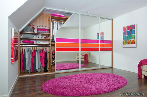 Зеркальный шкаф во всю стену
