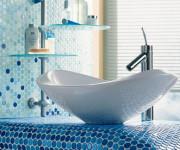 Мелко размерная плитка: мозаика в ванной. Фото