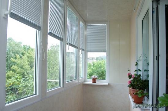 Горизонтальные жалюзи на балкон фото