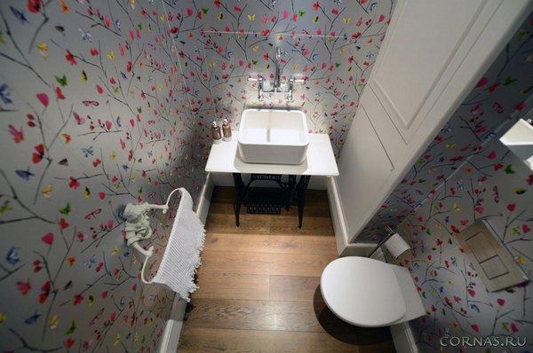 Behang Voor Toilet : Weergave van kleurrijke toilet kleuterschool u stockfoto