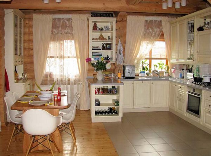 Кухня в деревянном доме фото