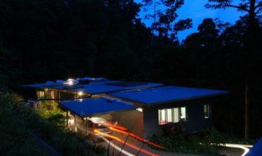Дом в тропическом лесу
