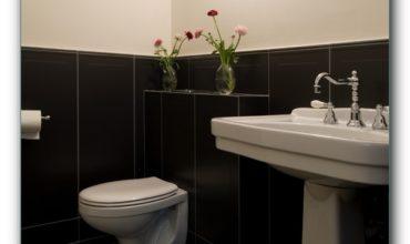 Как и чем закрыть трубы в туалете. Фото