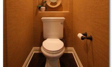 kak-i-chem-zakrit-trubi-v-tualete