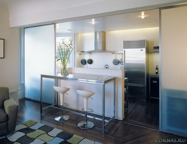 Стеклянные перегородки в квартире - практичное и современное решение