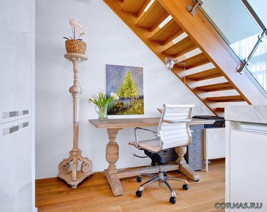Чем занять пространство под лестницей