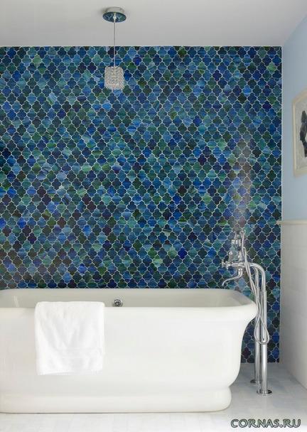Мелкоразмерная плитка: мозаика в ванной. Фото