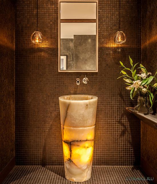 Прочная и неповторимая раковина из камня для ванной комнаты.