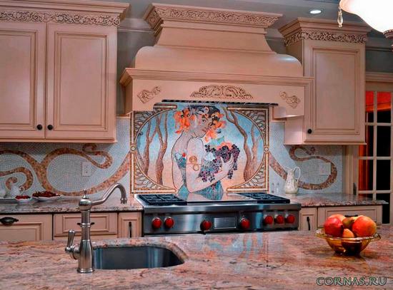 Фартук на кухне из мозаики - фото