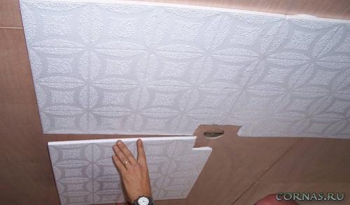 Как клеить плитку на потолок - инструкция,виды,видео