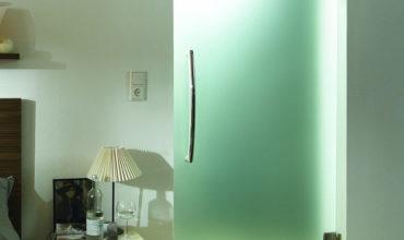 steklyannie-dveri-dlya-vannoy-i-tualeta-foto
