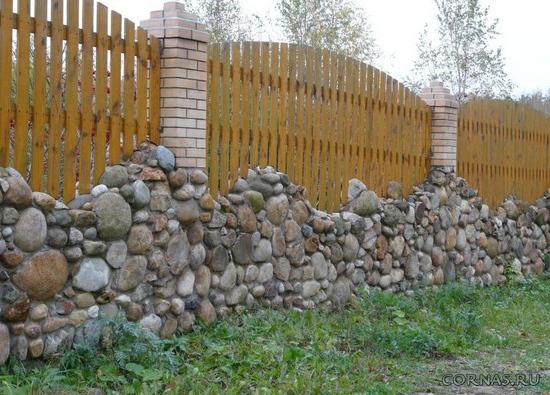 Забор из камня: как его построить своими руками - фото, видео.