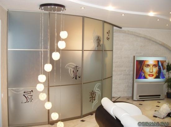 Шкаф-купе в гостиной - формируем интерьер правильно!