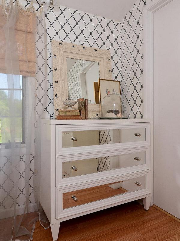 Комод с зеркалом в спальню: модный тренд дизайна интерьера