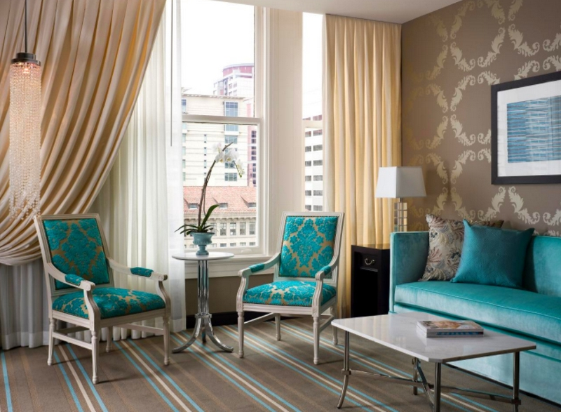 Бежевые шторы в интерьере - фото модных идей декора окна