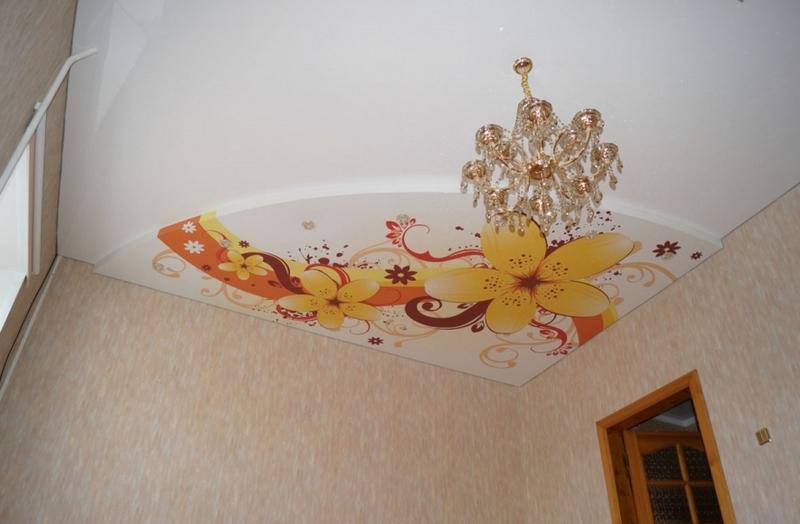 Натяжной потолок на кухне - фото нового дизайна интерьера
