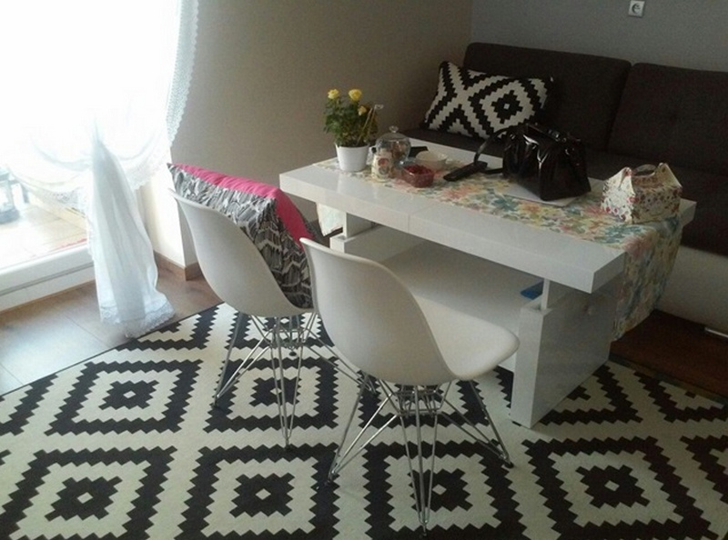 Журнальный столик в интерьере - 110 фото