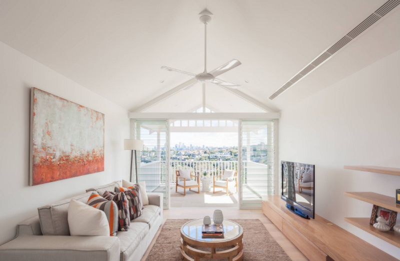 Белая гостиная - фото идеи светлой комнаты