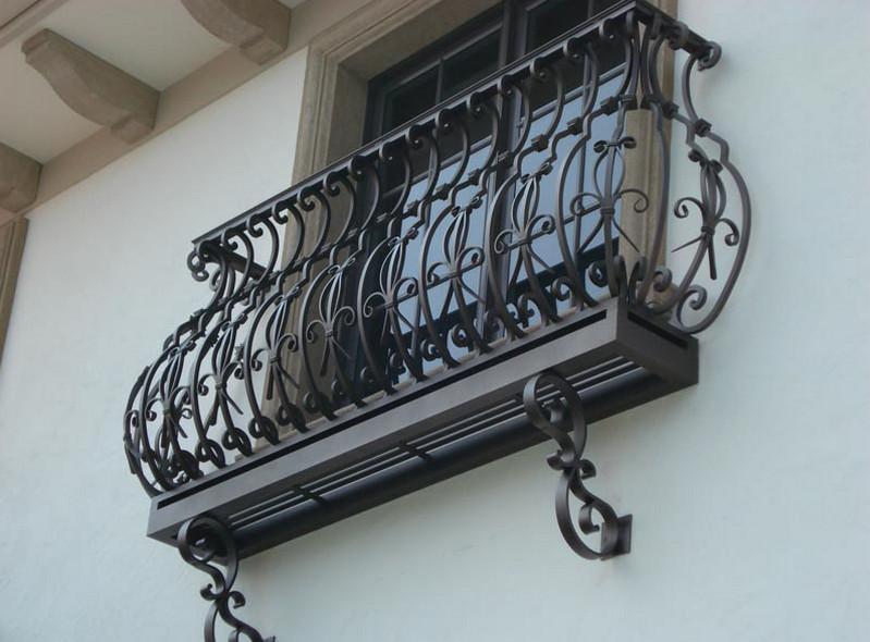 Французский балкон: фото кованных конструкций идеи оформления