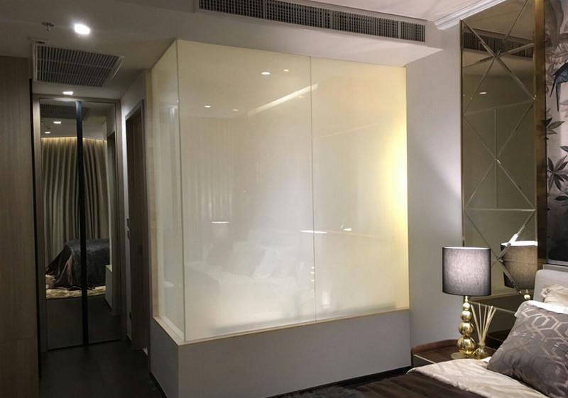 Смарт стекло в интерьере - что это и как его используют?