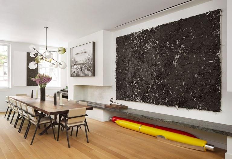 Ручки небывалого размера и красочный интерьер особняка West Village