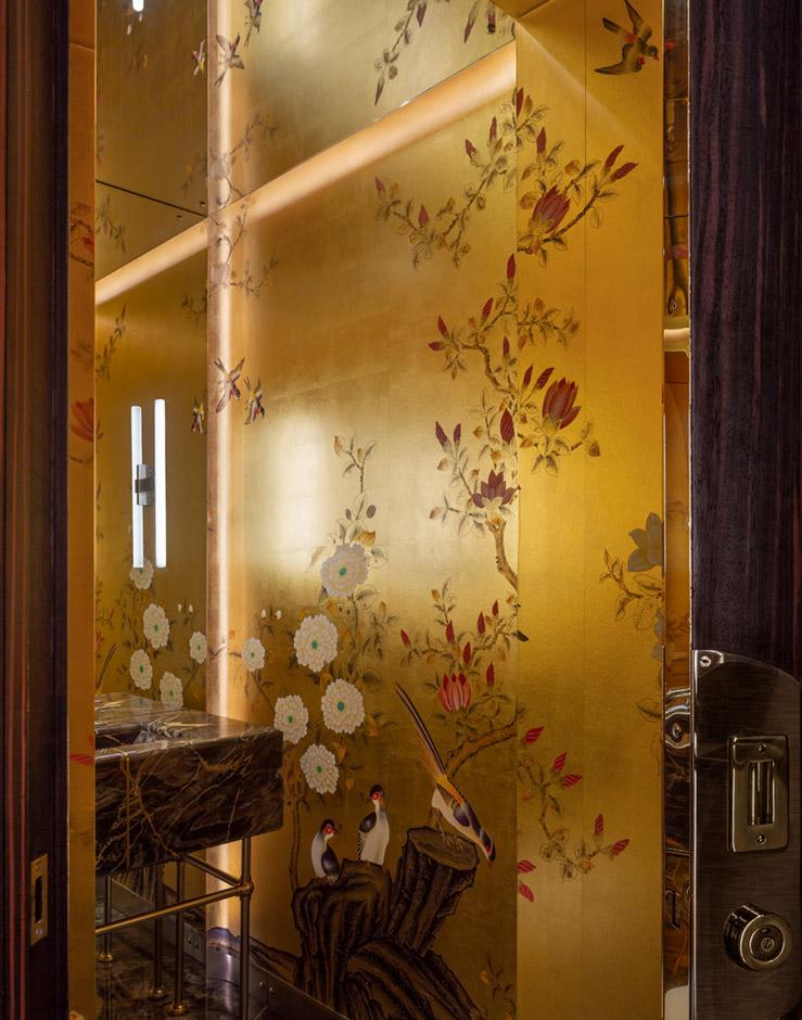 Золотые обои в интерьере - яркое решение в дизайне, + 120 фото