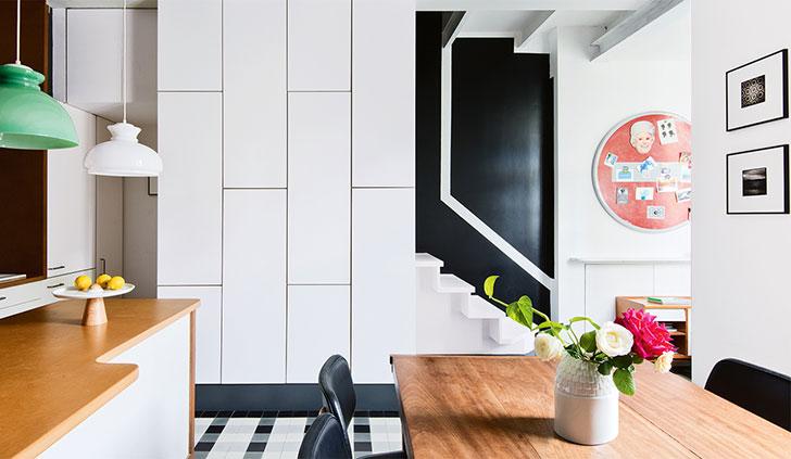 Цветная ностальгия: яркая ретро квартира в Париже