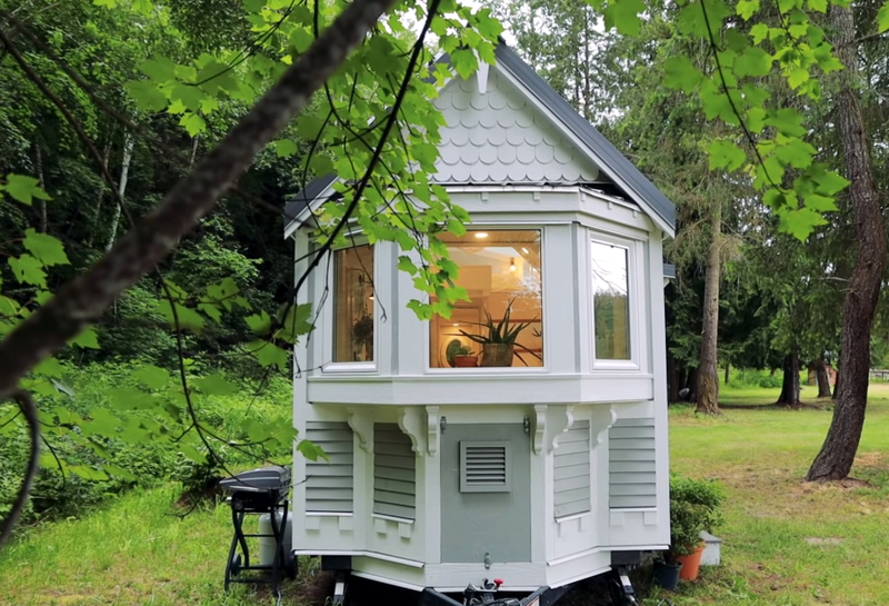 Маленький дом на колесах, светлый интерьер и никакой ипотеки! Фото