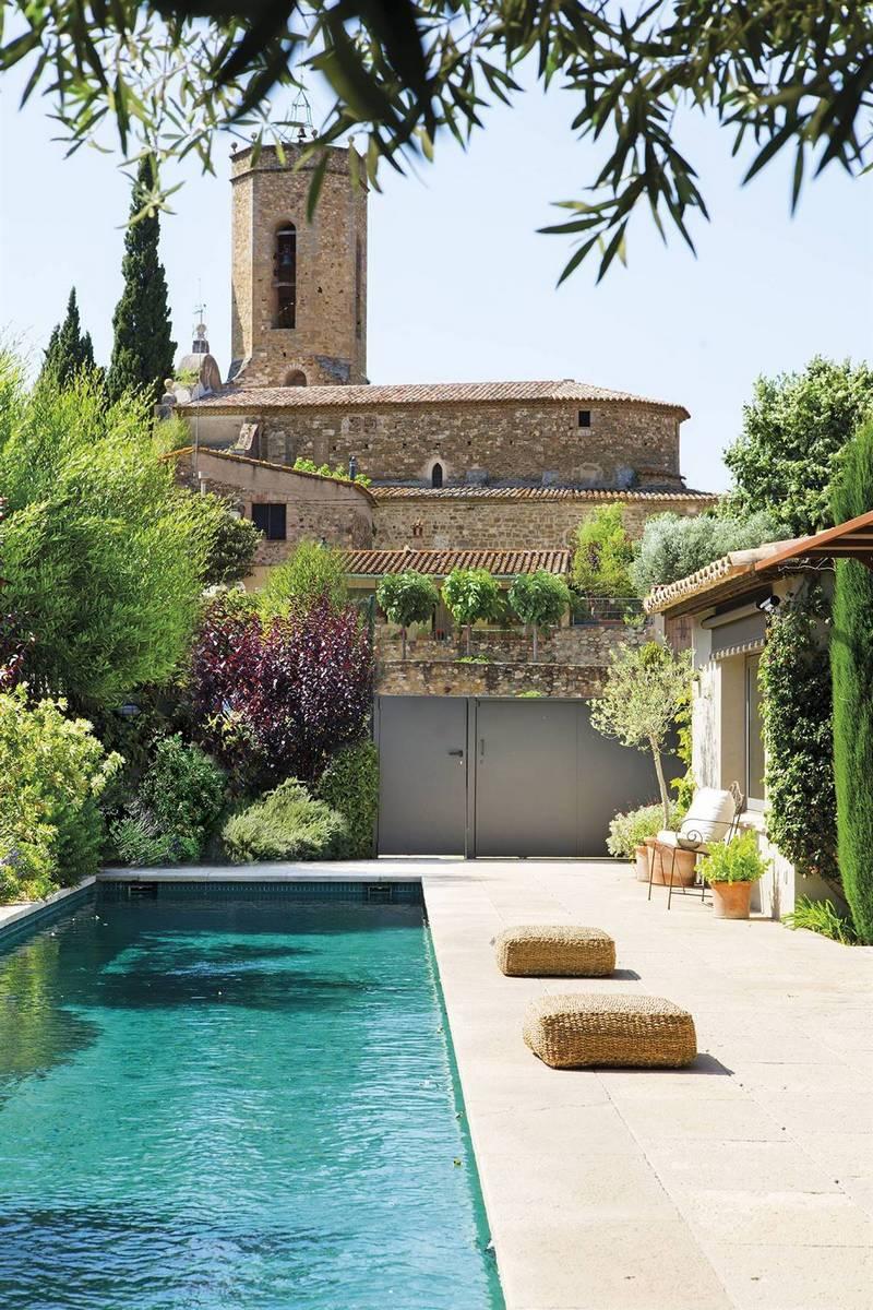 Уютный дом из бывшего навеса с мангалами и с бассейном во дворе